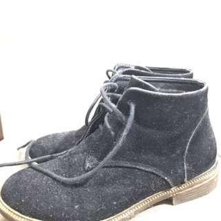 Black Gamusa Boots