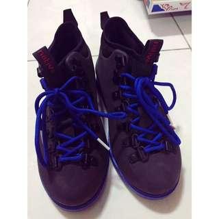 Native 黑配藍雨鞋
