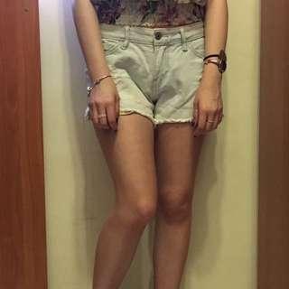 淺藍牛仔短褲