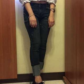 深藍窄管牛仔褲