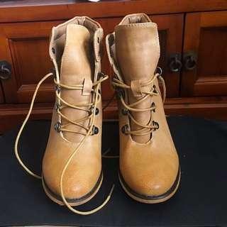 Novo Boots