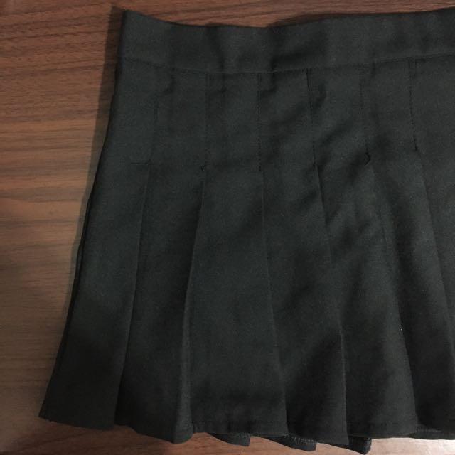 黑百褶短裙