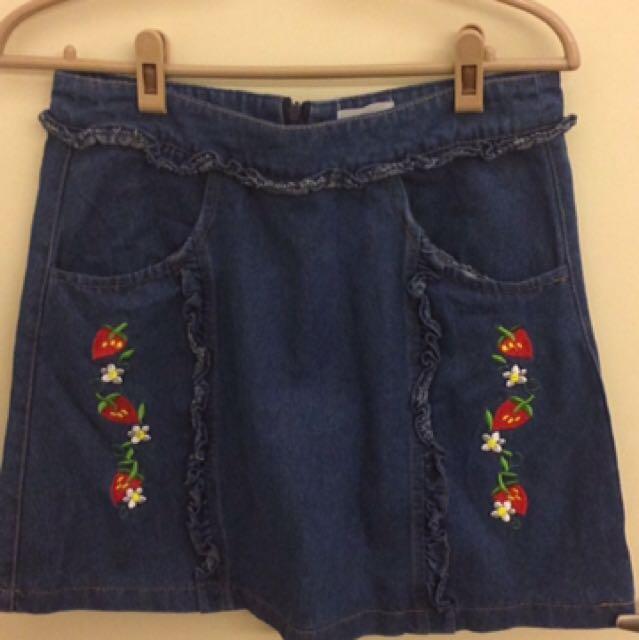 草莓刺繡牛仔裙 超超超可愛