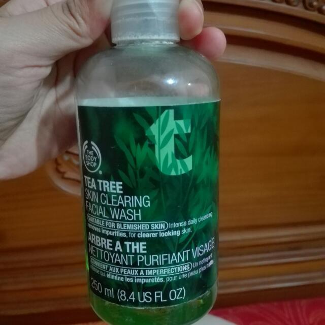 [Baca Deskripsi] The Body Shop Tea Tree Skin Clearing Facial Wash