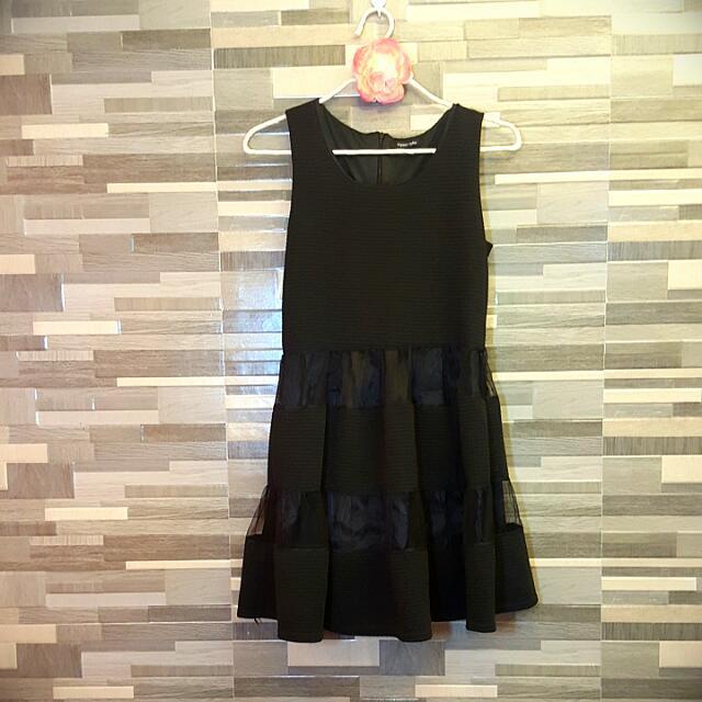 Black Dress (Apostrophe)
