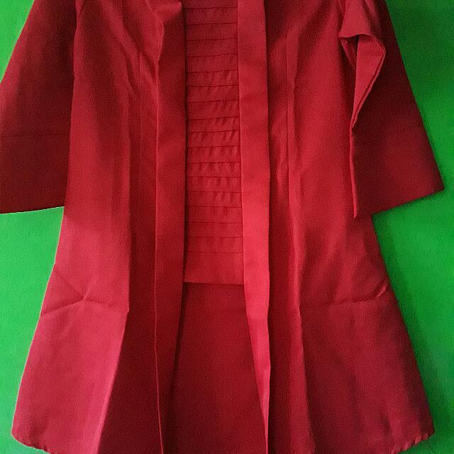 Kutu Baru Warna Merah Cantik Deh. Modelnya Panjang Ke Bawah Dasarnya Tebel