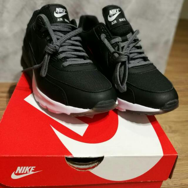uk availability 30822 3a788 Nike Air Max 90 Ultra Essential, Fesyen Wanita, Kasut di Carousell