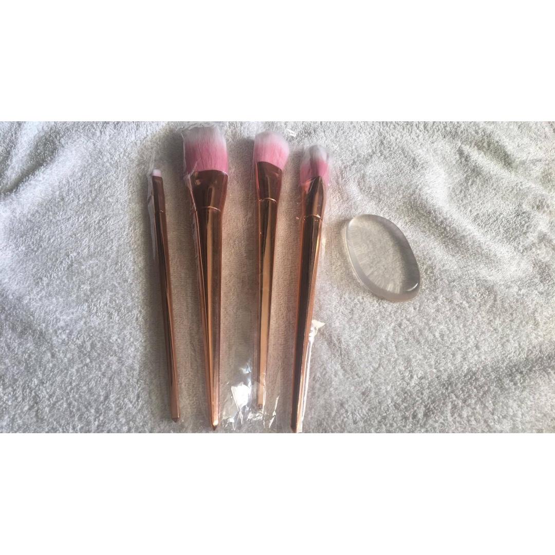 Rose Gold Brush Set (free Molly Cosmetics Silisponge)