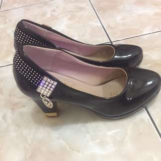 Sepatu Heel