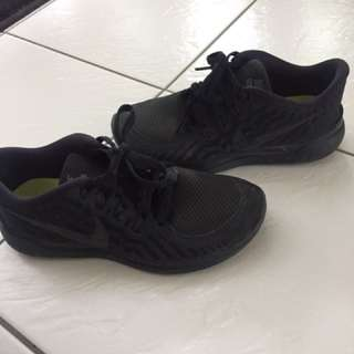 Black Nike Free Running Shoes