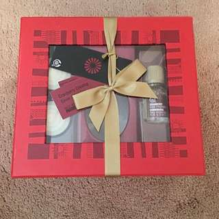 Body Shop Cranberry Oil Aromatherapy Gift Set