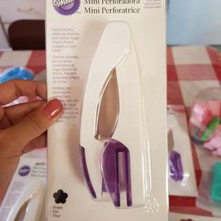 Wilton Flower Mini Punch