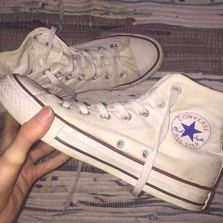 WHITE HIGH TOP CONVERSE CHUCK TAYLORS
