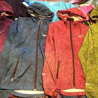 Nike 女生 新款 風衣外套 經典款 抗UV 防風 正品
