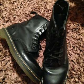 US 7 Black Doc Martens