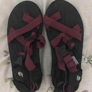 Tribu Adventure Sandals Maroon