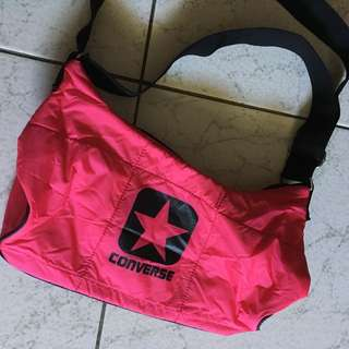 Converse 斜背粉色包包