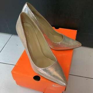 Sepatu High Hells Gold