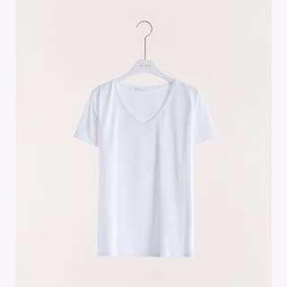 ✨現貨✨MeierQ 白色V領滑面素T  MIT V-NECK TOP