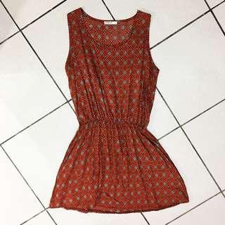 復古暗紅色洋裝