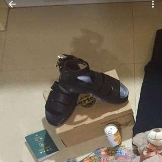 馬汀 Dr.Martens 涼鞋