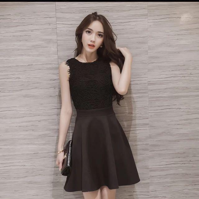 蕾絲純色圓領大裙襬無袖連衣裙