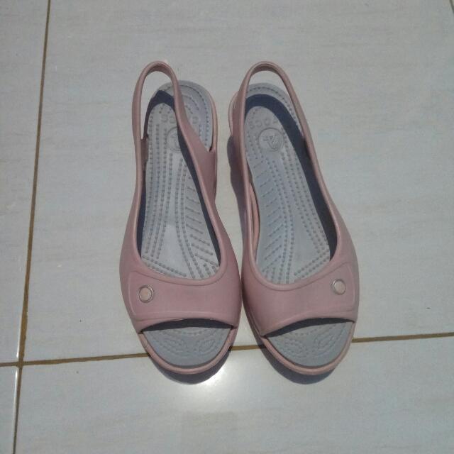 Sepatu Crocs Baby Pink