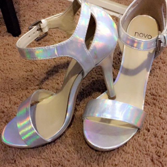 Holographic Heels