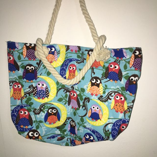 Medium Sized Bag with zipper