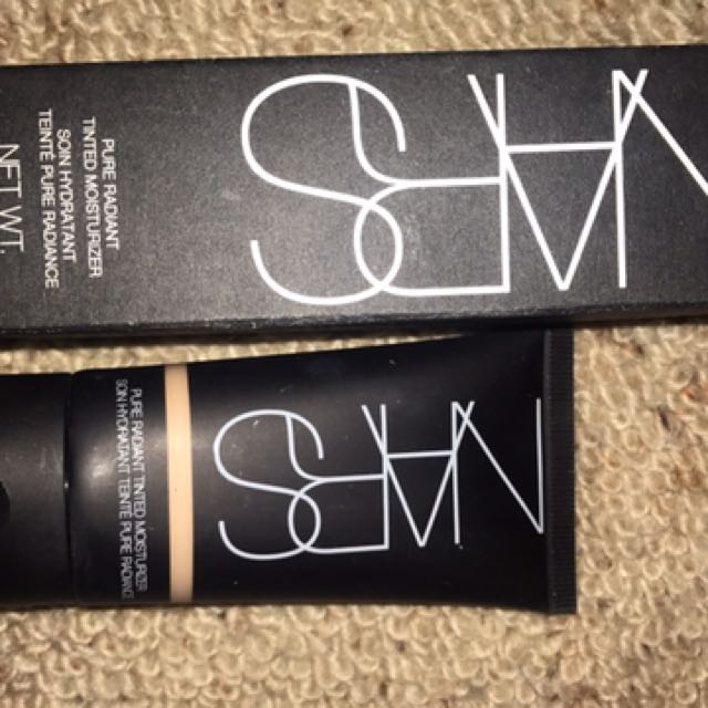 NARS Tinted Moisturiser And NARS loose Velvet Powder