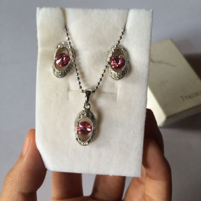 Non-tarnish Earrings and Necklace Set