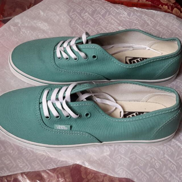 ORIGINAL VANS SHOES SIZE 7.5 WOMEN US