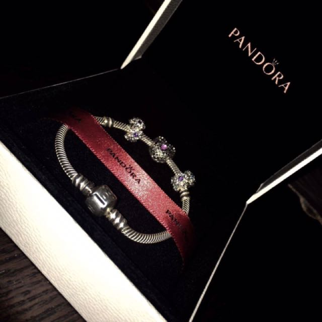 Pandora bracelet With Charms new