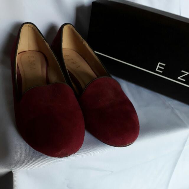 Sepatu Maroon