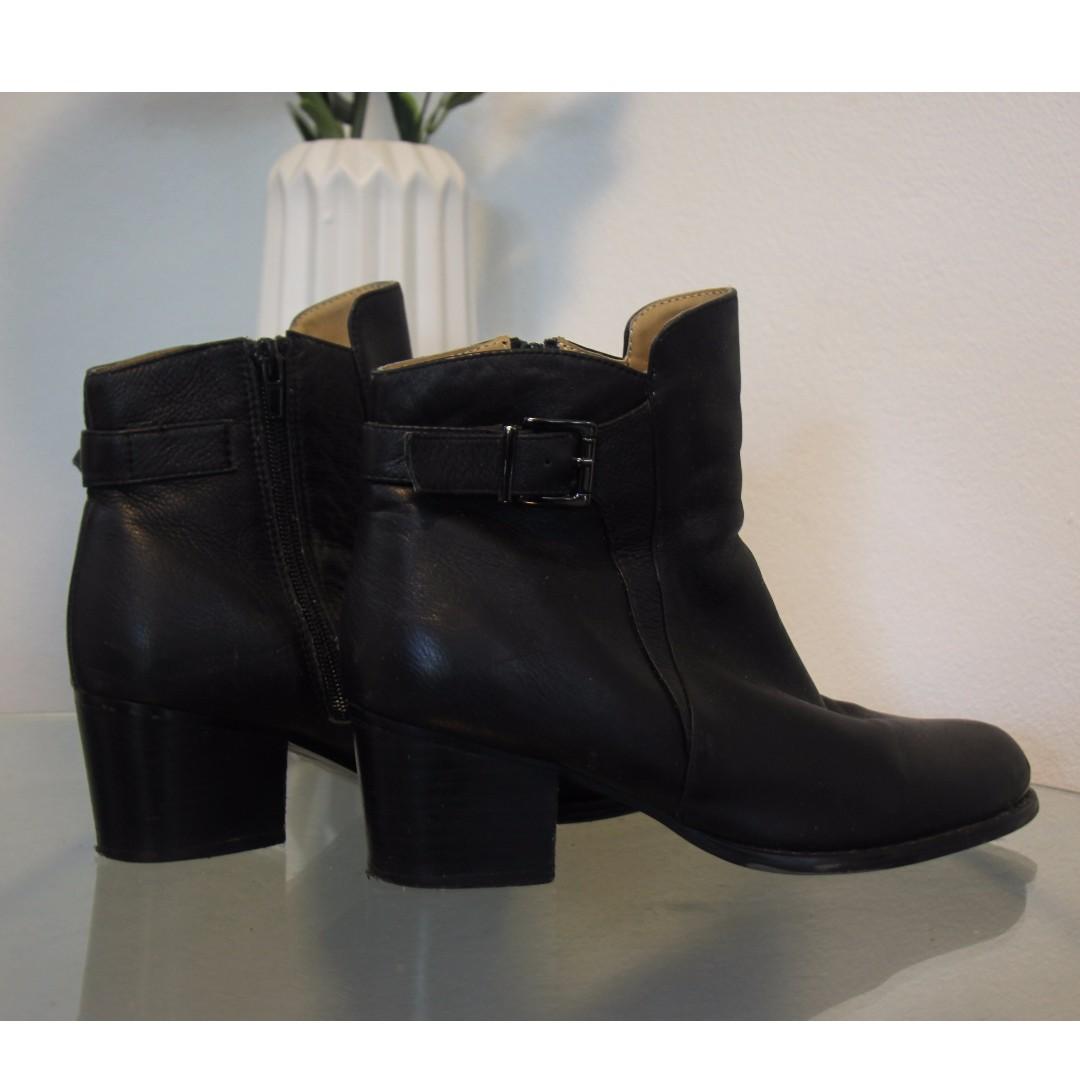 TONY BIANCO size 9 - black leather boots