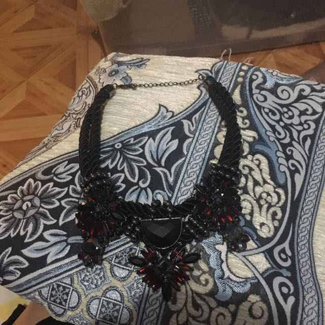 (X)SML Stone Necklace