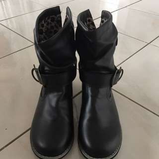 BRAND NEW boots Black