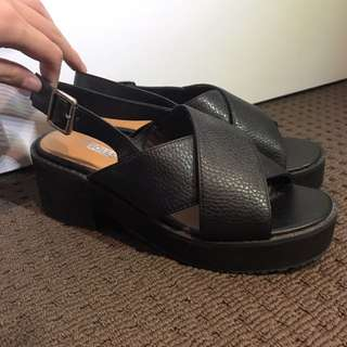 SOLES branded sandals