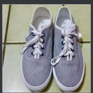 NEW - casual sneakers