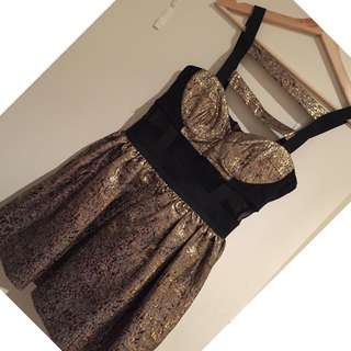 BLACK AND GOLD SIZE 8-10 TOPSHOP  LUXE DRESS