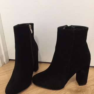 MUST GO Size 6 Boots