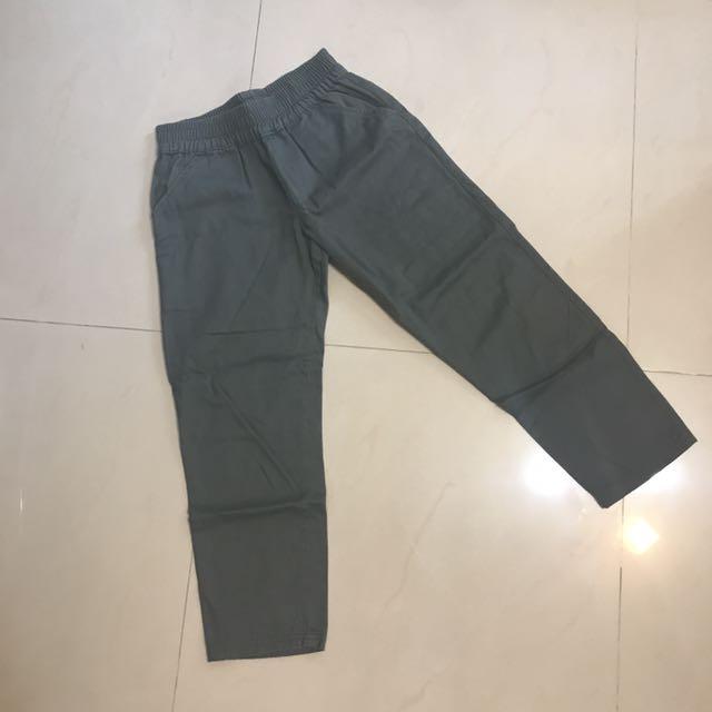 軍綠七分褲