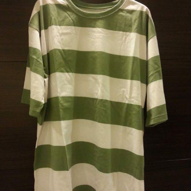 綠色條紋上衣