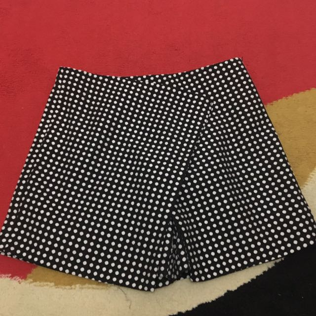 BLACK AND WHITE POLKADOT SKORT