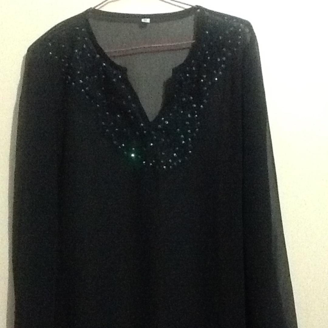 Black longsleeves blouse