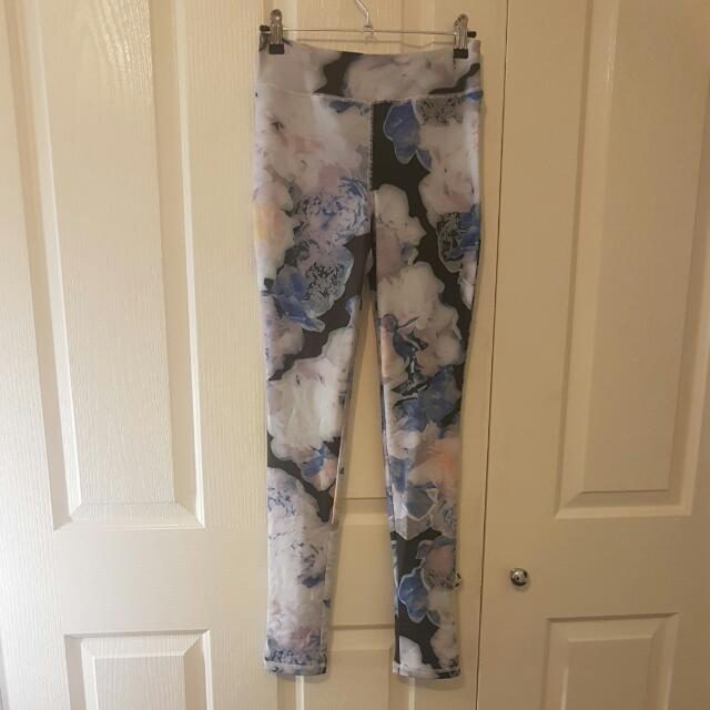 Finders Keepers Floral X Active Leggings Size S