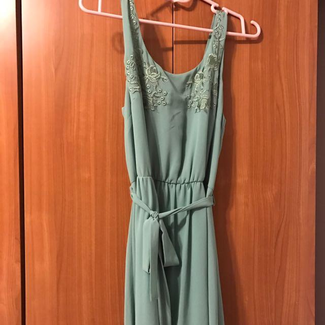 Forever 21 綠色繡花無袖洋裝