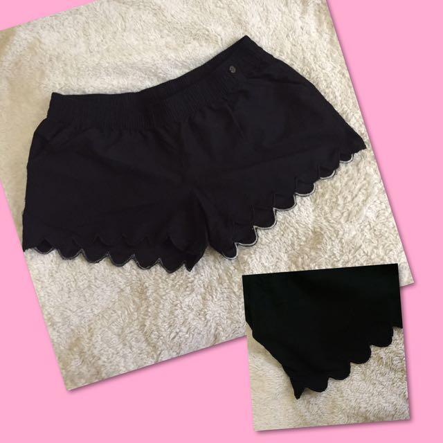 herbench scallop beach shorts