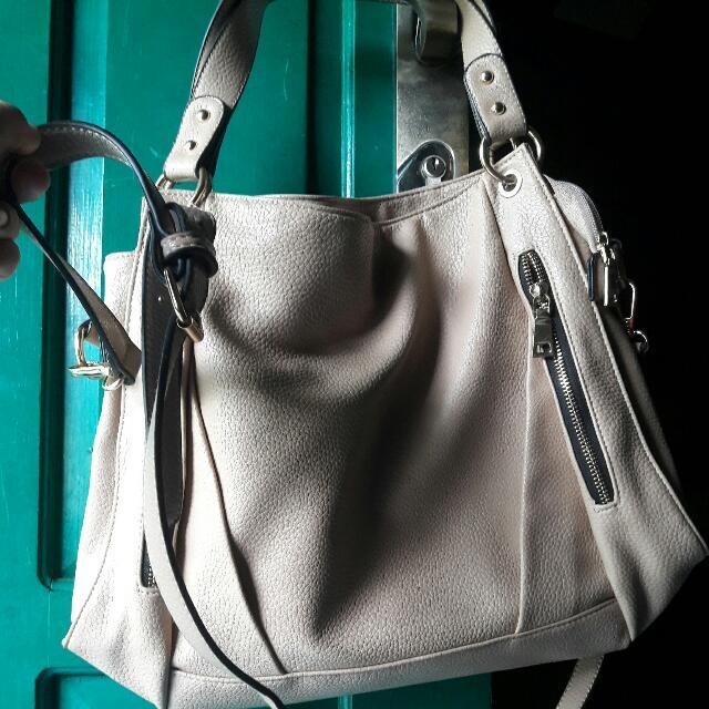 Messenger Bag. (No Brand)