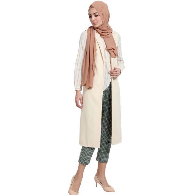 POPLOOK Yesenia Sleeveless Long Vest - Beige